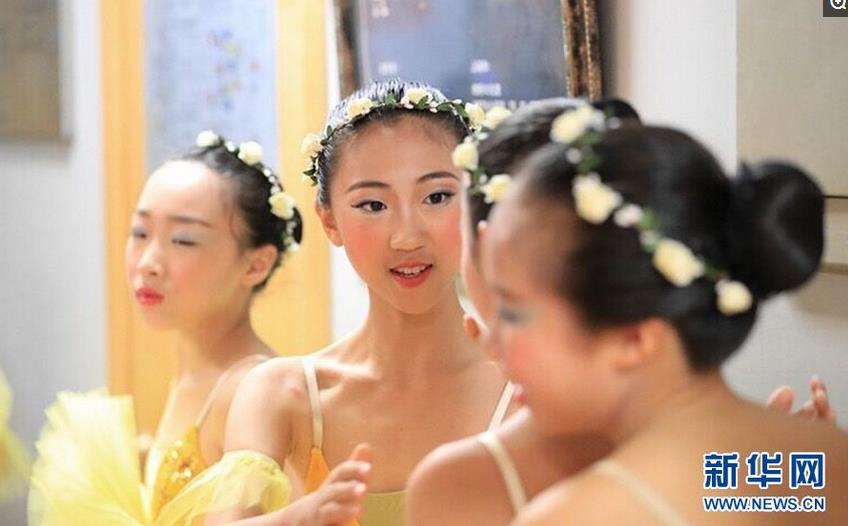 <b>少儿版芭蕾舞剧《葛蓓莉娅》拉开帷幕</b>