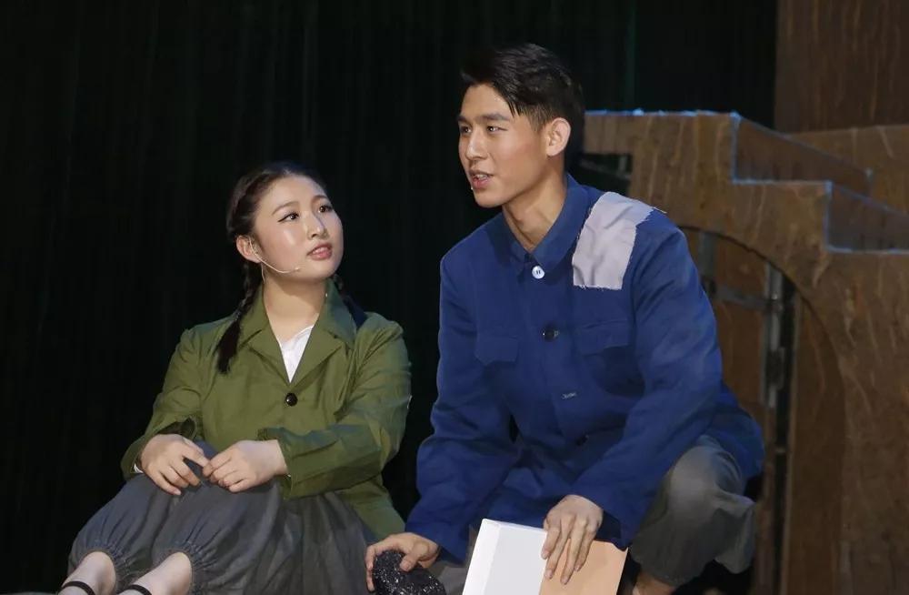 延安大学原创舞台剧《路遥的世界》公开演出