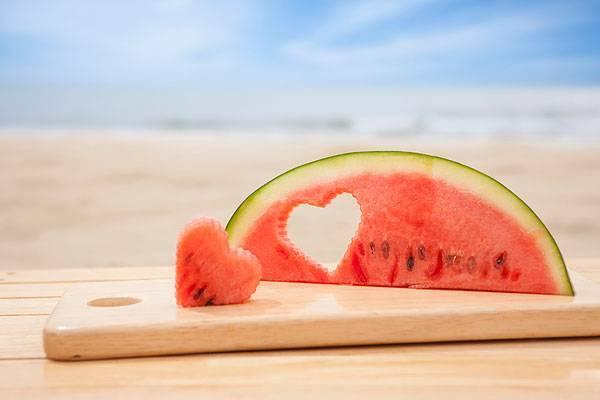 吃西瓜竟有这么多好处!抗衰防中风